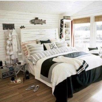 Gorgeous Beachy Farmhouse Bedroom Design Ideas For Cozy Sleep 15