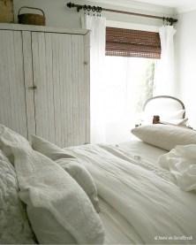 Gorgeous Beachy Farmhouse Bedroom Design Ideas For Cozy Sleep 31