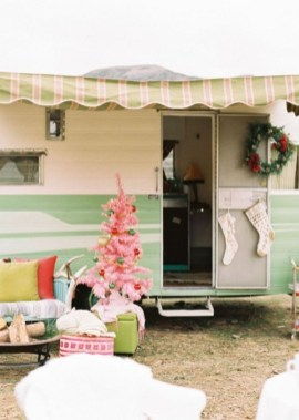 Sophisticated Christmas Rv Decorations Ideas For Valuable Moment 15