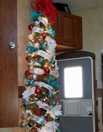 Sophisticated Christmas Rv Decorations Ideas For Valuable Moment 20