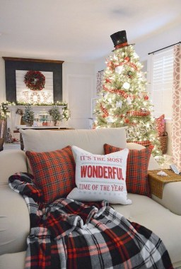 Sophisticated Christmas Rv Decorations Ideas For Valuable Moment 25