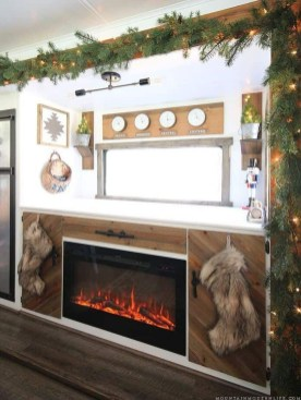 Sophisticated Christmas Rv Decorations Ideas For Valuable Moment 36
