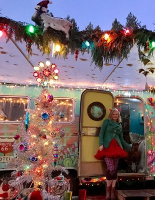 Sophisticated Christmas Rv Decorations Ideas For Valuable Moment 40