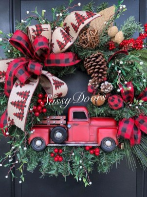 Beautiful Farmhouse Christmas Decor Ideas To Have Right Now 28