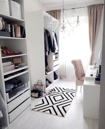 Dreamy Bedroom Organization Ideas That Will Enhance Home Storage 27