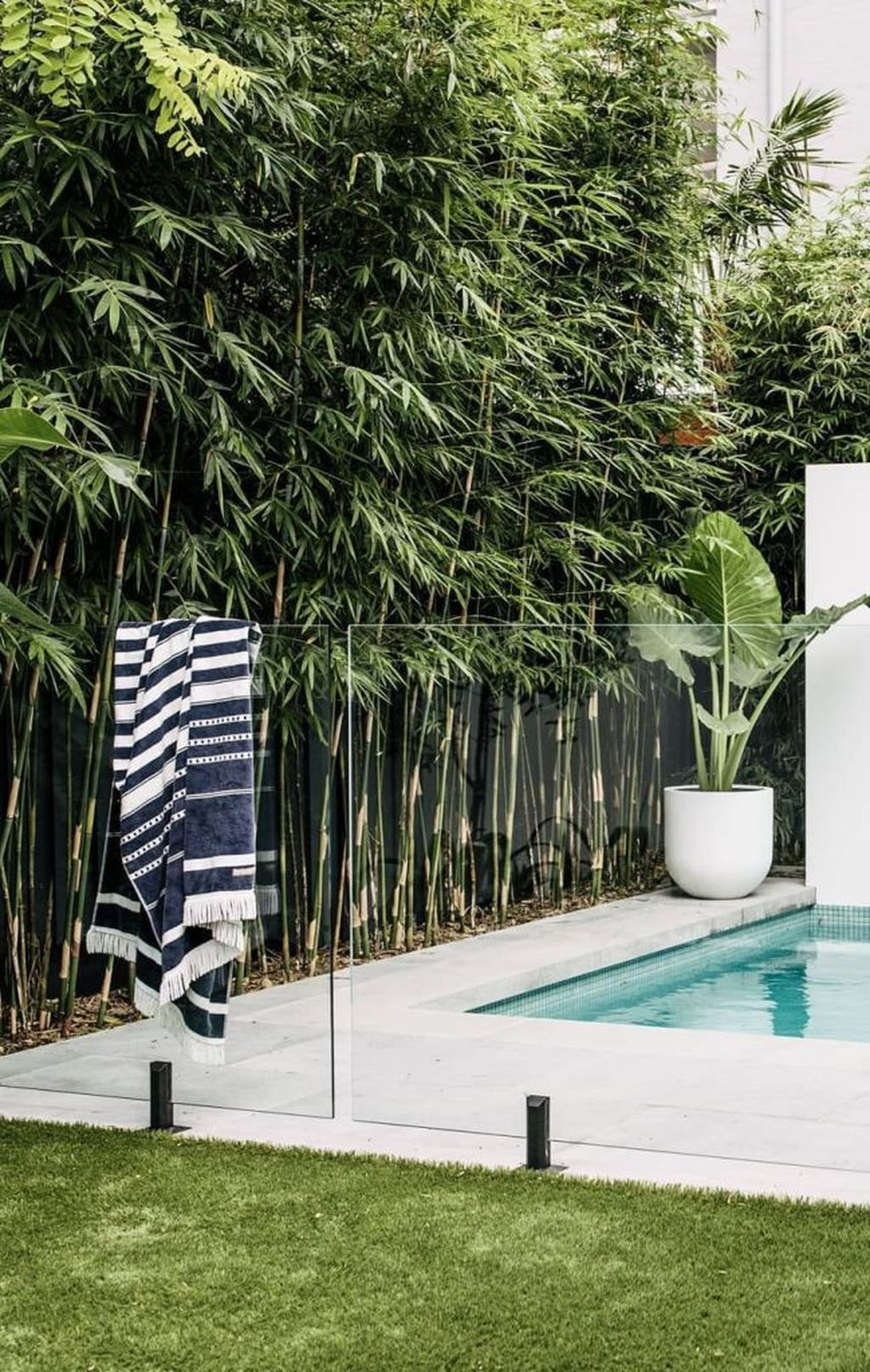 Flawless Small Pool Landscaping Design Ideas For Enchanting Home Outside 24