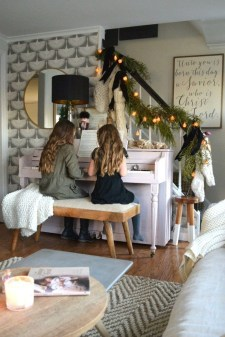 Pretty Christmas Decor Ideas For Small Space To Try Asap 10