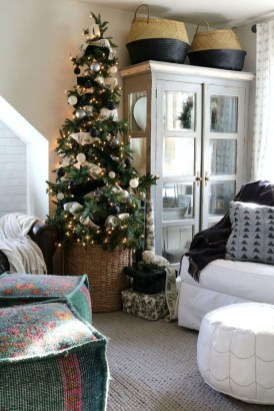 Pretty Christmas Decor Ideas For Small Space To Try Asap 18