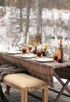 Pretty Winter Table Decoration Ideas For A Romantic Dinner 08