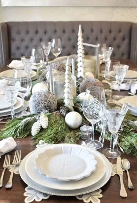 Pretty Winter Table Decoration Ideas For A Romantic Dinner 09