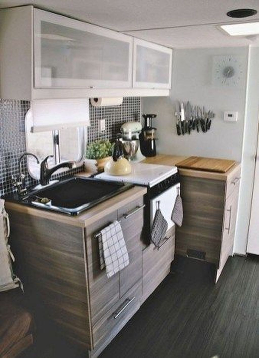 Relaxing Rv Kitchen Design Ideas For More Comfortable Cooking During The Holiday 02