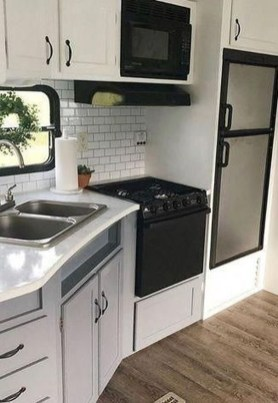 Relaxing Rv Kitchen Design Ideas For More Comfortable Cooking During The Holiday 08