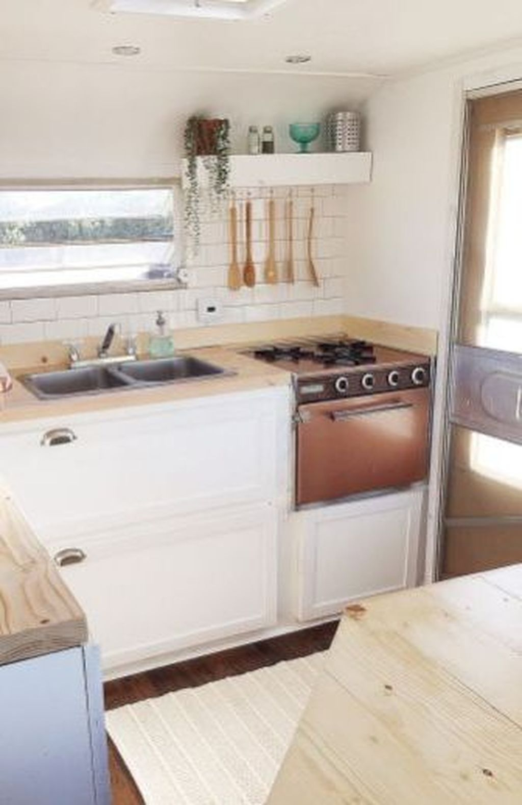 Relaxing Rv Kitchen Design Ideas For More Comfortable Cooking During The Holiday 09