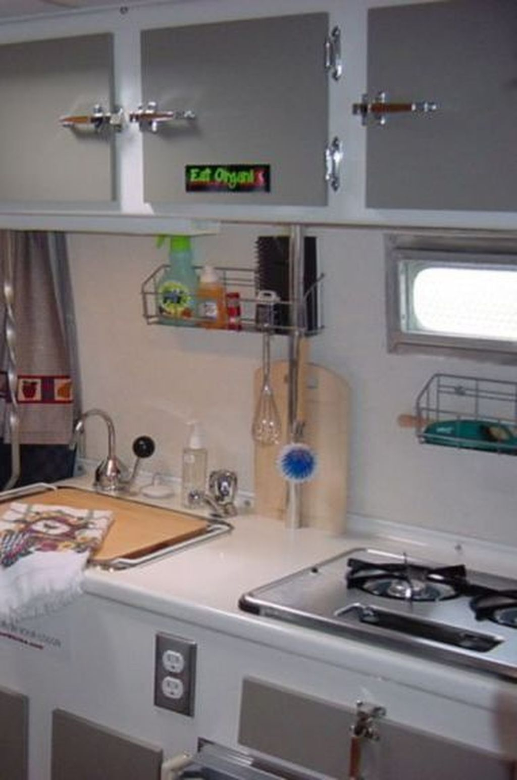 Relaxing Rv Kitchen Design Ideas For More Comfortable Cooking During The Holiday 18