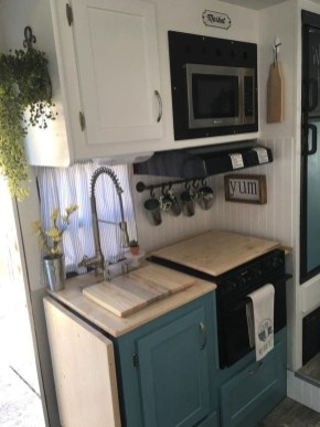 Relaxing Rv Kitchen Design Ideas For More Comfortable Cooking During The Holiday 27