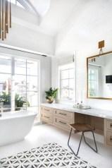 Affordable Bathtub Design Ideas For Classy Bathroom To Try 23