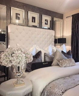 Cozy Small Master Bedroom Decoration Ideas To Copy Soon 32