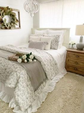 Cozy Small Master Bedroom Decoration Ideas To Copy Soon 34