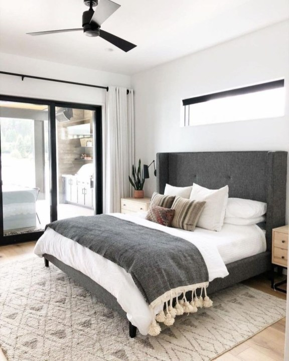 Cozy Small Master Bedroom Decoration Ideas To Copy Soon 37