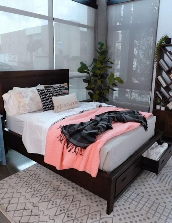 Cozy Small Master Bedroom Decoration Ideas To Copy Soon 38