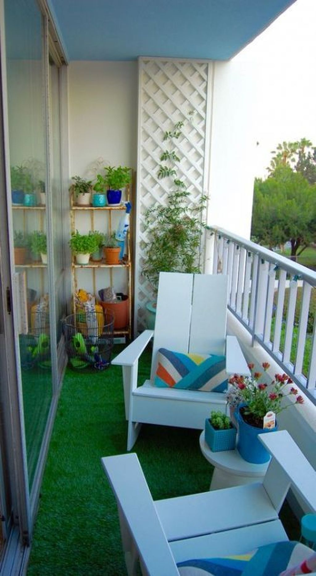 Enchanting Balcony Decoration Ideas For Apartment For A Cleaner Look 08