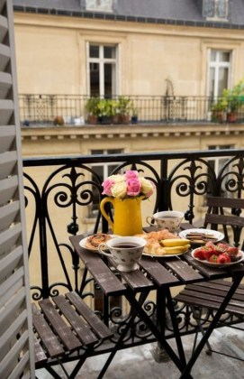 Enchanting Balcony Decoration Ideas For Apartment For A Cleaner Look 17