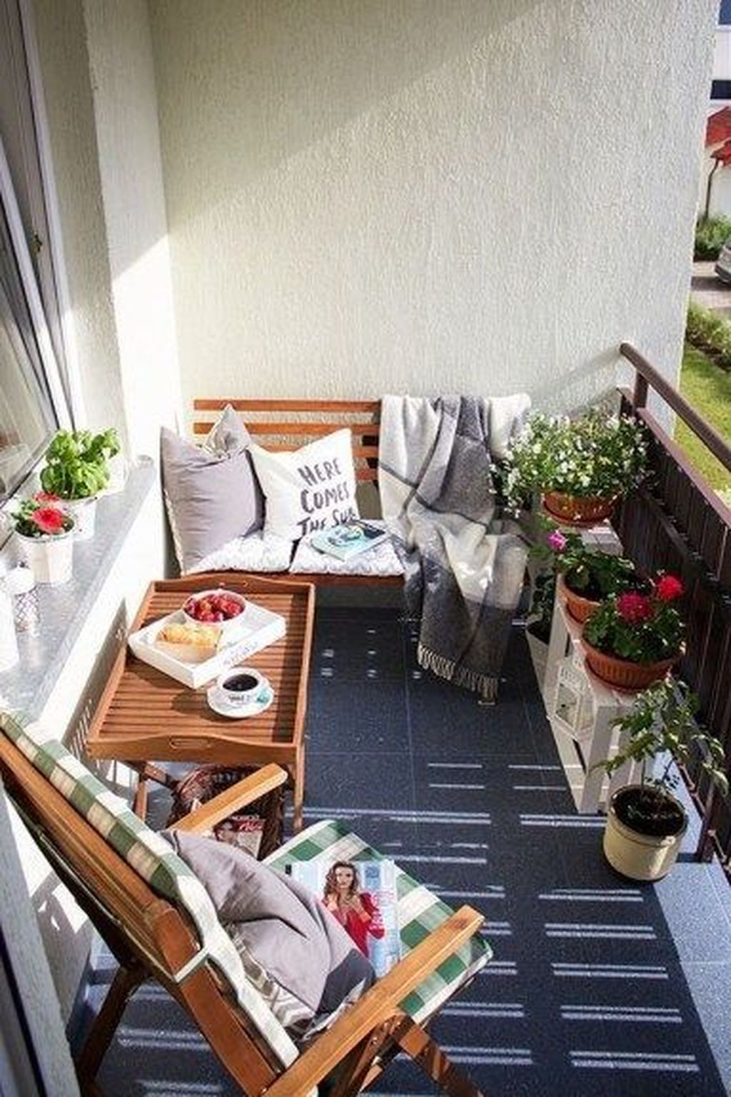 Enchanting Balcony Decoration Ideas For Apartment For A Cleaner Look 29