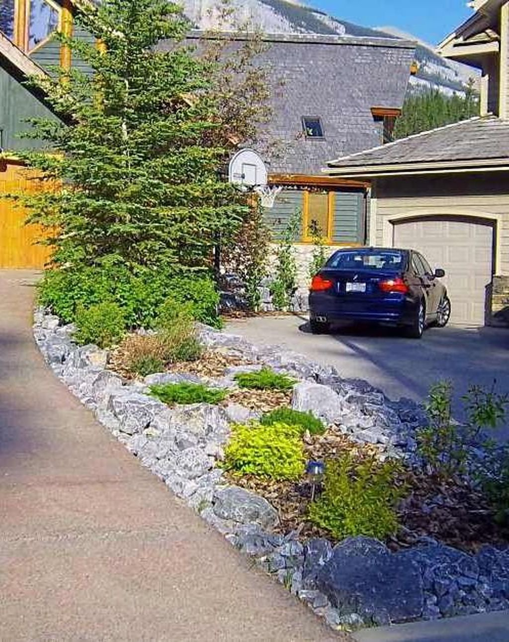 Fabulous Driveway Landscaping Design Ideas For Your Home To Try Asap 04