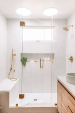 Perfect Master Bathroom Design Ideas For Small Spaces To Have 24