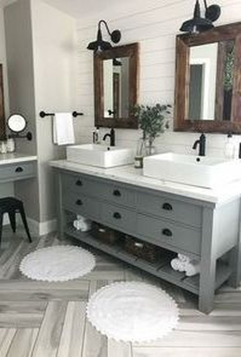 Perfect Master Bathroom Design Ideas For Small Spaces To Have 33