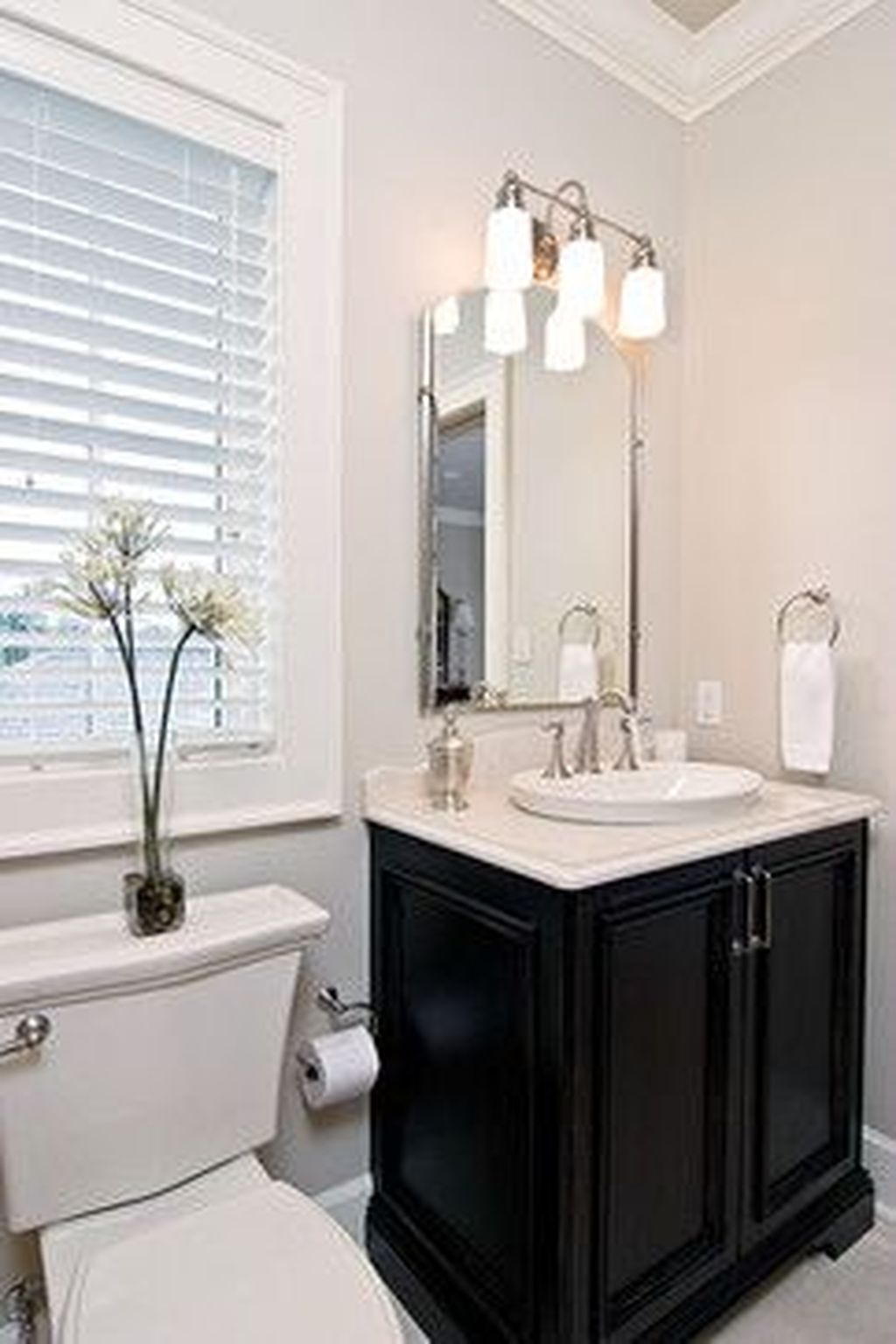 Popular Traditional Small Bathroom Decor Ideas To Try Asap 01