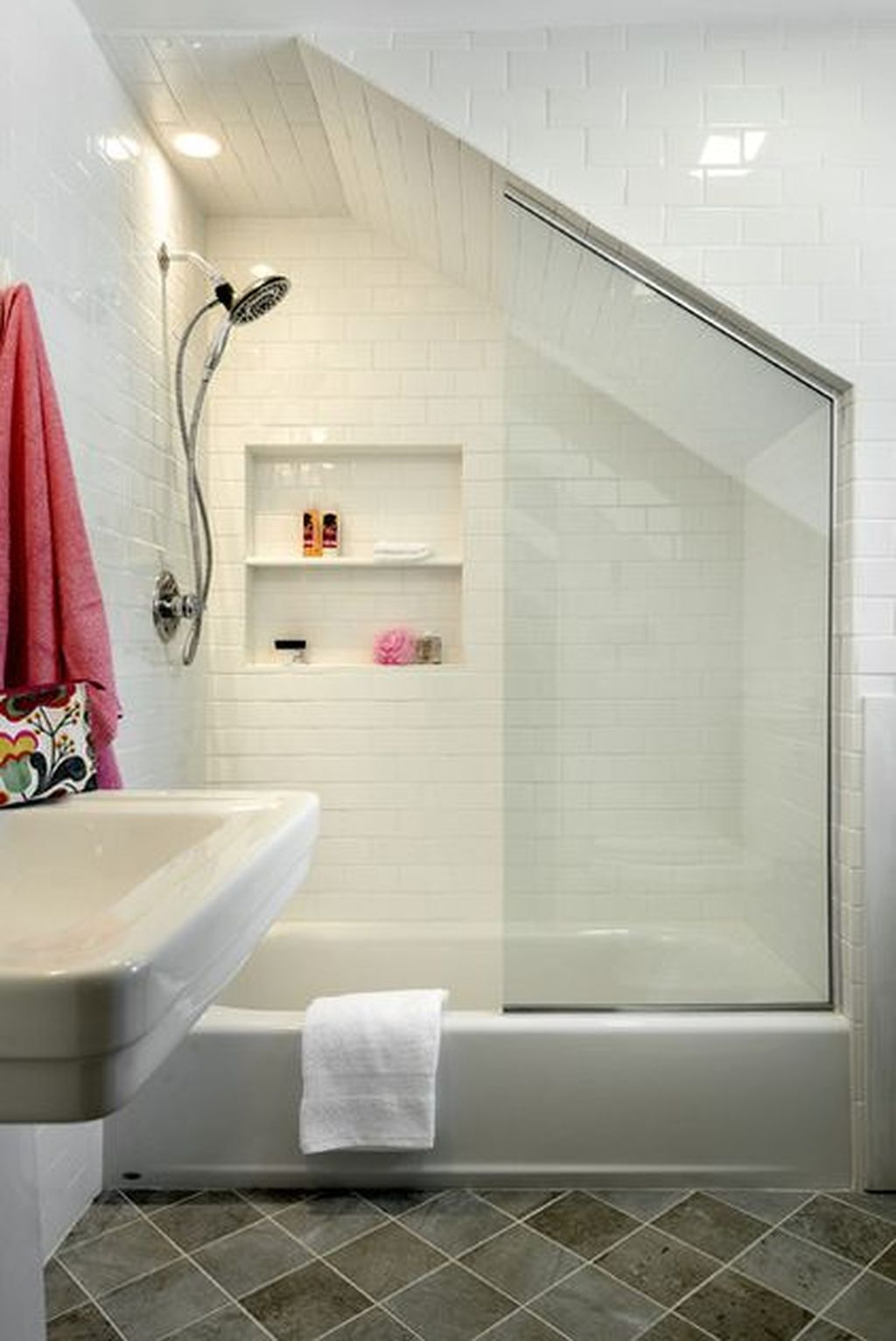 Popular Traditional Small Bathroom Decor Ideas To Try Asap 12