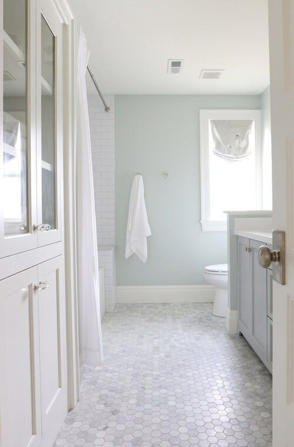 Popular Traditional Small Bathroom Decor Ideas To Try Asap 22