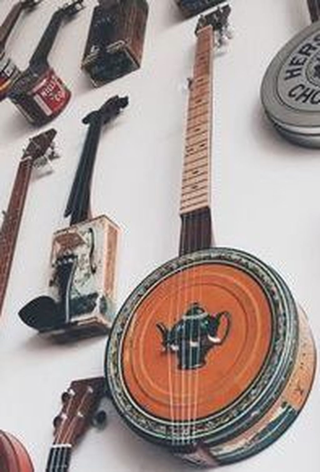 Dreamy Racks Design Ideas From Recycle Old Guitars To Try Asap 31