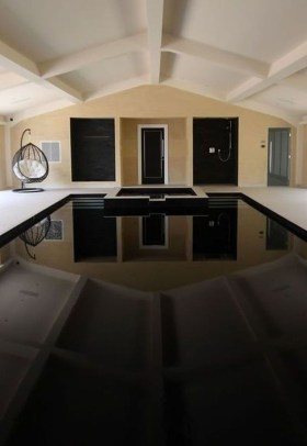 Elegant Black Swimming Pool Design Ideas That All Men Must Know 16