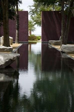 Elegant Black Swimming Pool Design Ideas That All Men Must Know 26