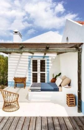 Relaxing Tiny Balcony Decor Ideas To Try This Month 08
