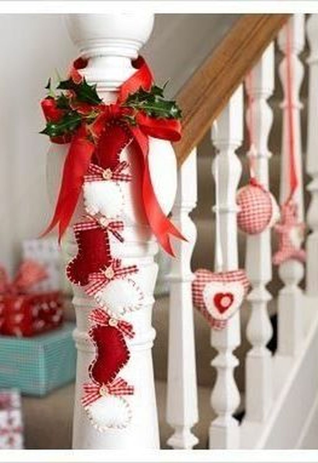 Charming Winter Staircase Design Ideas With Banister Ornaments To Try Asap 07