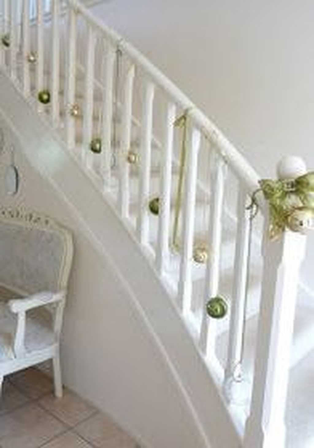 Charming Winter Staircase Design Ideas With Banister Ornaments To Try Asap 17