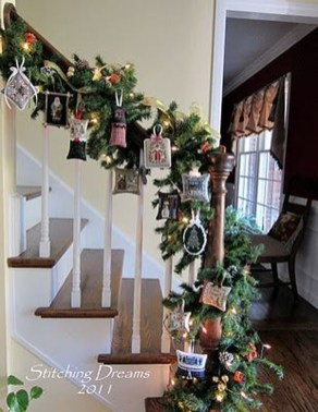 Charming Winter Staircase Design Ideas With Banister Ornaments To Try Asap 18