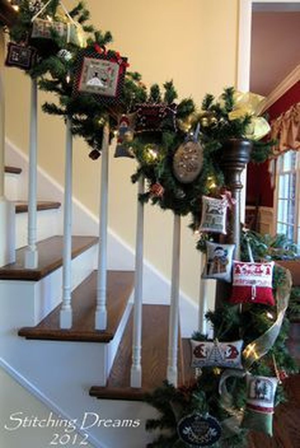 Charming Winter Staircase Design Ideas With Banister Ornaments To Try Asap 20
