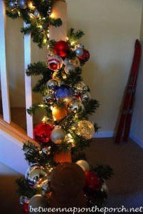Charming Winter Staircase Design Ideas With Banister Ornaments To Try Asap 21