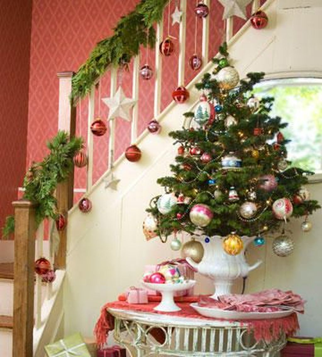 Charming Winter Staircase Design Ideas With Banister Ornaments To Try Asap 30