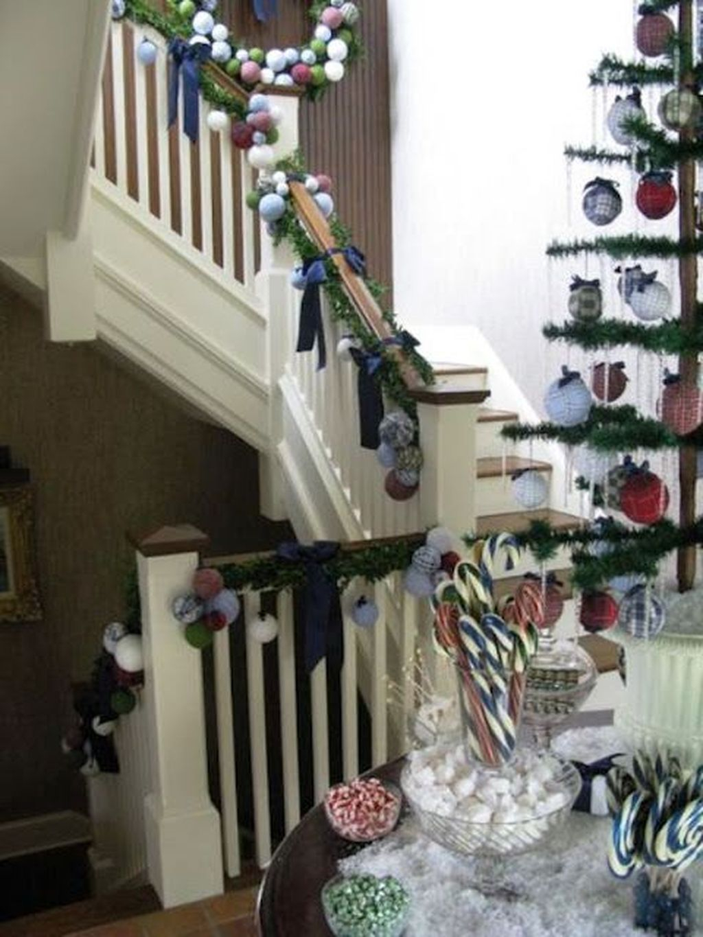 Charming Winter Staircase Design Ideas With Banister Ornaments To Try Asap 31