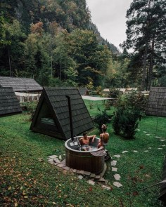 Cool Bathhouse Winter Camp Design Ideas With Rural Accents To Have Right Now 32