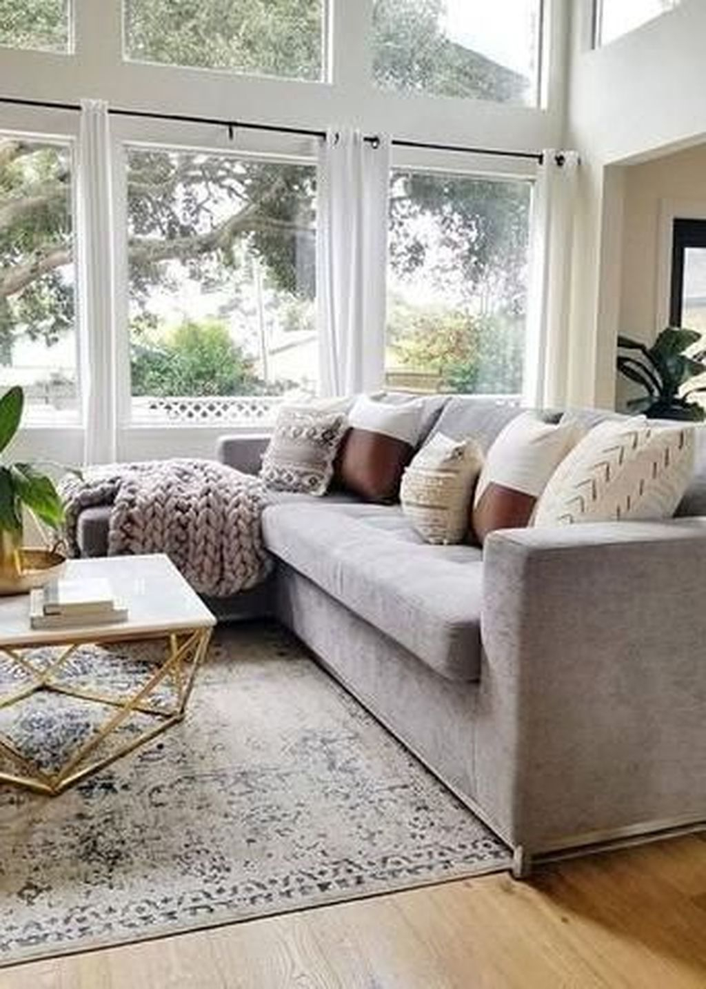 Graceful Living Room Design Ideas That You Need To Try 28