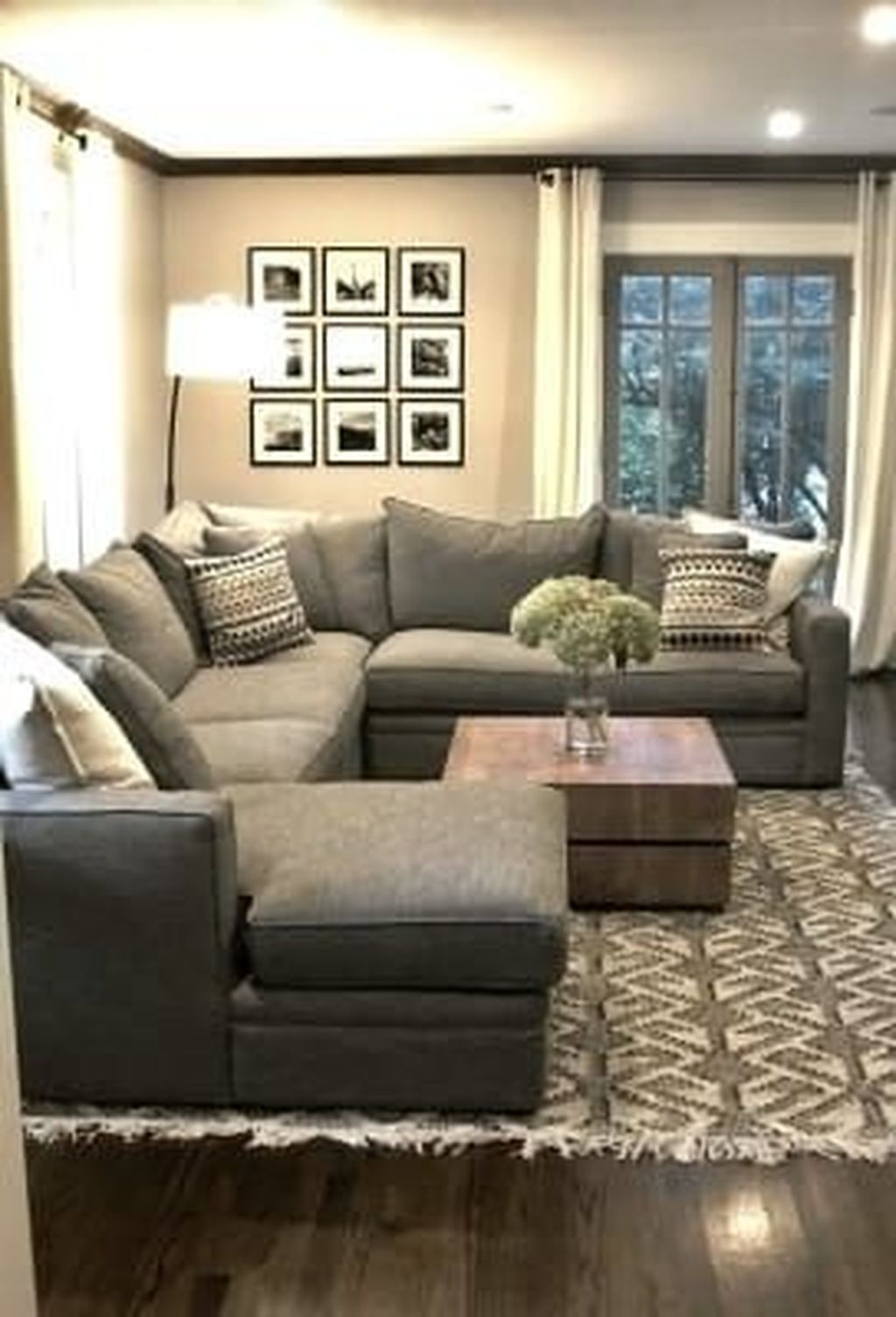 Graceful Living Room Design Ideas That You Need To Try 40