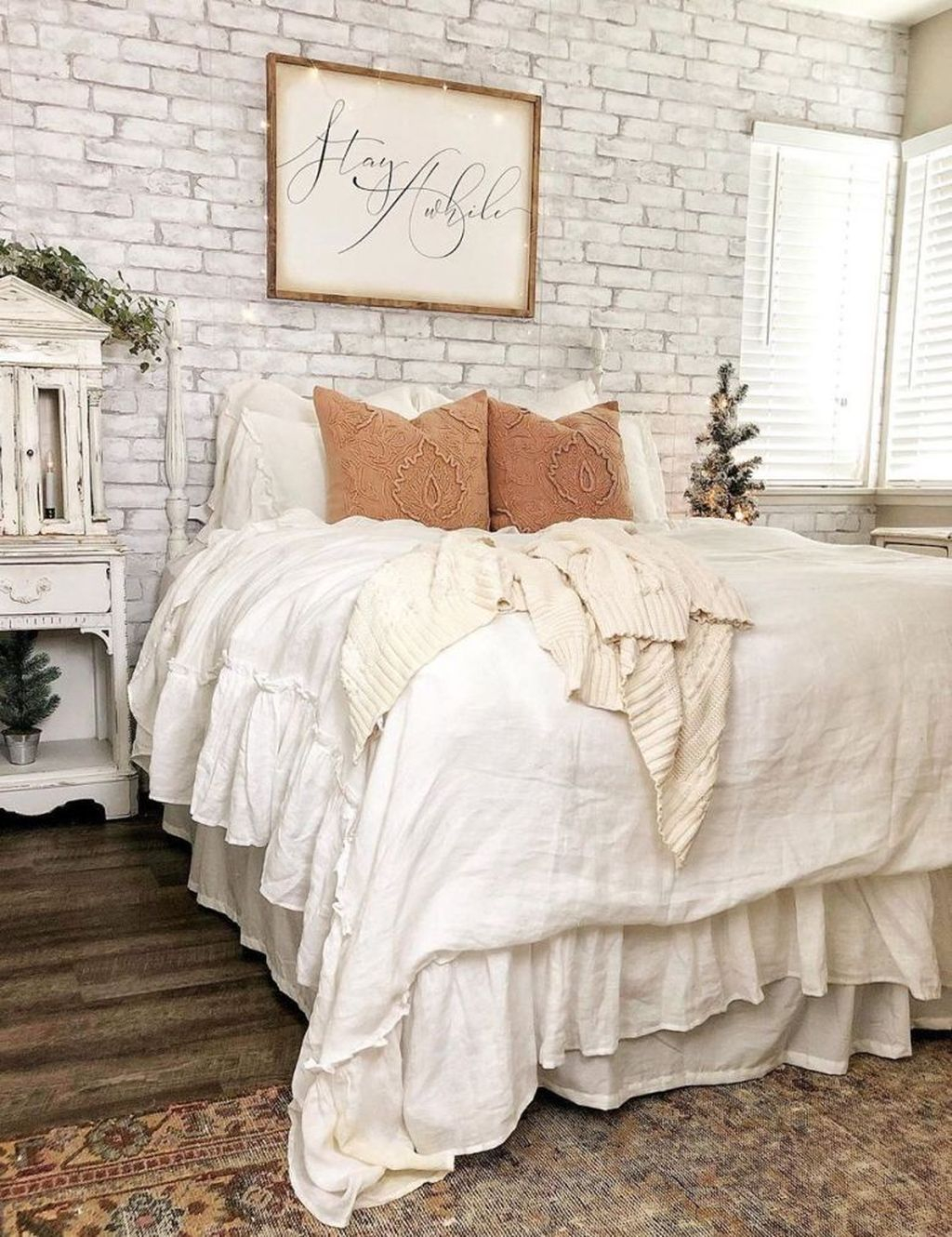 Lovely Winter Bedroom Design Ideas With Flower Themes To Try Asap 13