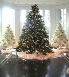 Sophisticated Pink Winter Tree Design Ideas That Looks So Cute 33