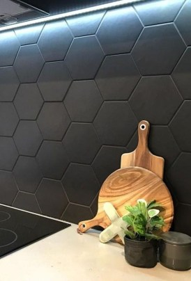 Extraordinary Black Backsplash Kitchen Design Ideas That You Should Try 18